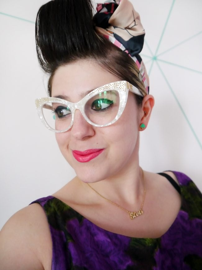 bonlook uk review vintage style blogger reviewing glasses online