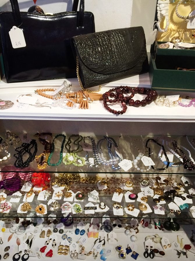 retrospect vintage clothes shoes jewellery accessories aberdeen