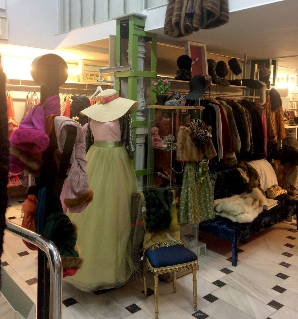 37c032f9154 I have to admit that I was surprised that I found a few vintage shops in  the centre of Malaga when researching for this trip